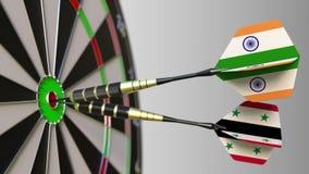 Bandiere dell'India e della Siria sui dardi che colpiscono centro dell'obiettivo Cooperazione internazionale o concorrenza concet archivi video