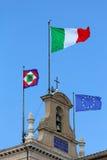 Bandiere dell'Italia UE Immagine Stock