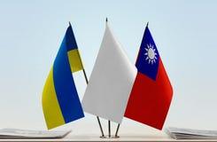 Bandiere dell'Ucraina e di Taiwan fotografia stock
