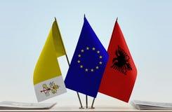 Bandiere dell'Unione Europea e dell'Albania di Città del Vaticano Immagine Stock Libera da Diritti