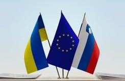 Bandiere dell'Unione Europea e della Slovenia dell'Ucraina Fotografia Stock