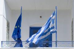 Bandiere della Grecia e dell'Unione Europea fotografia stock