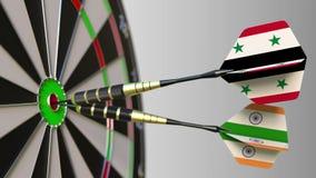 Bandiere della Siria e dell'India sui dardi che colpiscono centro dell'obiettivo Cooperazione internazionale o concorrenza concet illustrazione di stock