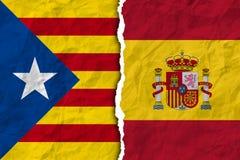 Bandiere della spagna e della Catalogna su struttura di carta lacerata Fotografia Stock