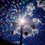 Bandiere di carta di festival sul palo Fotografia Stock Libera da Diritti