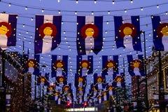 Bandiere di Colorado sul quadrato Denver di Larimer Fotografie Stock