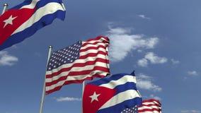 Bandiere di Cuba e di U.S.A. contro cielo blu, rappresentazione 3D fotografia stock libera da diritti