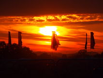 Bandiere di festival al tramonto Immagine Stock