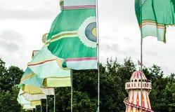 Bandiere di festival il giorno ventoso Fotografie Stock Libere da Diritti