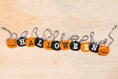 Bandiere di Halloween su fondo di legno Immagini Stock Libere da Diritti