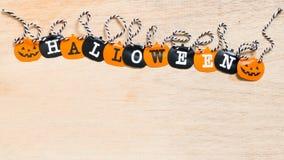 Bandiere di Halloween su fondo di legno Fotografia Stock Libera da Diritti