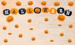 Bandiere di Halloween su fondo di legno Fotografie Stock Libere da Diritti