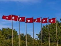 Bandiere di Oklahoma al Campidoglio dello stato a Oklahoma City Fotografia Stock