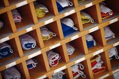 Bandiere di segnale marine del mare in armadietto di legno Fotografie Stock Libere da Diritti