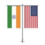 Bandiere di U.S.A. e dell'India che appendono insieme royalty illustrazione gratis