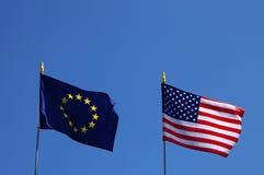 Bandiere di UE e di U.S.A. Fotografia Stock Libera da Diritti