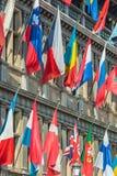 Bandiere differenti che appendono sul municipio a Anversa, Belgio Immagine Stock Libera da Diritti