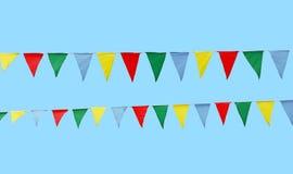 Bandiere festive multicolori sopra cielo blu fotografia stock libera da diritti