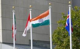 Bandiere internazionali nella parte anteriore del quartiere generale di nazioni unite a New York Fotografia Stock Libera da Diritti