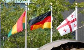 Bandiere internazionali nella parte anteriore del quartiere generale di nazioni unite a New York Immagine Stock