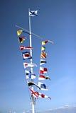 Bandiere marine dei paesi differenti su un albero Fotografia Stock