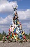Bandiere Multicoloured di preghiera sulla c shamanistic o buddhistic di ovoo - Fotografie Stock Libere da Diritti