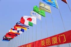 Bandiere nazionali che soffiano nel vento  Fotografia Stock