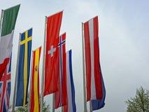 Bandiere nazionali europee che ondeggiano in vento Fotografia Stock Libera da Diritti
