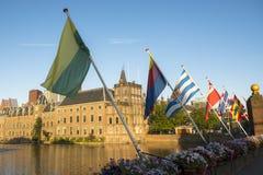 Bandiere reali al Parlamento olandese Immagini Stock