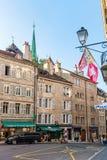 Bandiere su Place du Bourg de quattro agli svizzeri di Ginevra Fotografie Stock