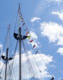 Bandiere su una nave alta Fotografie Stock