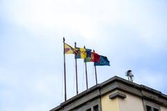 Bandiere sul mercato, sul DOS Lavradores di Mercado o sul mercato dei lavoratori Fotografie Stock Libere da Diritti