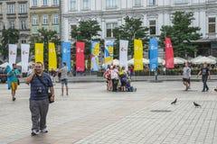 Bandiere sul quadrato principale del mercato a Cracovia Fotografia Stock Libera da Diritti