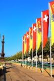 Bandiere svizzere e bandiere di cantone di Ginevra sul lago Lemano Fotografia Stock