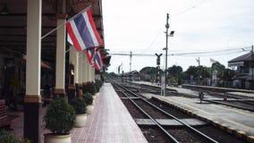 Bandiere tailandesi del movimento lento stock footage