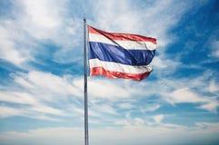 Bandiere tailandesi sul palo Fotografia Stock