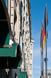 Bandiere tedesche sulla via di Berlino Fotografie Stock