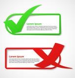 Bandiere verdi e rosse del segno di spunta Fotografia Stock Libera da Diritti