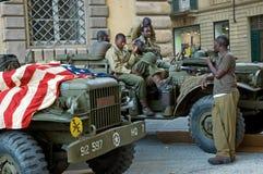 Bandierina americana del veicolo militare dei soldati Fotografia Stock Libera da Diritti