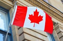 Bandierina canadese d'ondeggiamento Fotografie Stock Libere da Diritti