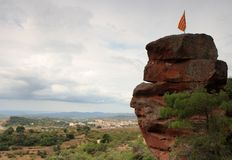 Bandierina Catalan su una parte superiore della roccia Fotografia Stock