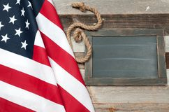 Bandierina degli S Bandiera americana su fondo di legno Fotografia Stock Libera da Diritti