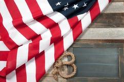 Bandierina degli S Bandiera americana su fondo di legno Fotografie Stock