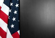 Bandierina degli S Bandiera americana su fondo di legno Immagini Stock