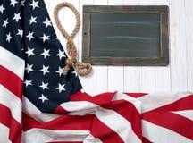 Bandierina degli S Bandiera americana su fondo di legno Fotografia Stock