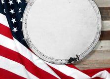Bandierina degli S Bandiera americana su fondo di legno Immagini Stock Libere da Diritti