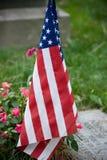 Bandierina degli Stati Uniti in cimitero Immagine Stock