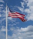 Bandierina degli Stati Uniti con il cielo e le nubi Immagine Stock Libera da Diritti