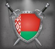 Bandierina del Belarus Lo schermo con la bandiera nazionale Swor attraversato due Fotografia Stock