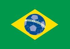 Bandierina del Brasile con la sfera di calcio su priorità bassa Fotografia Stock